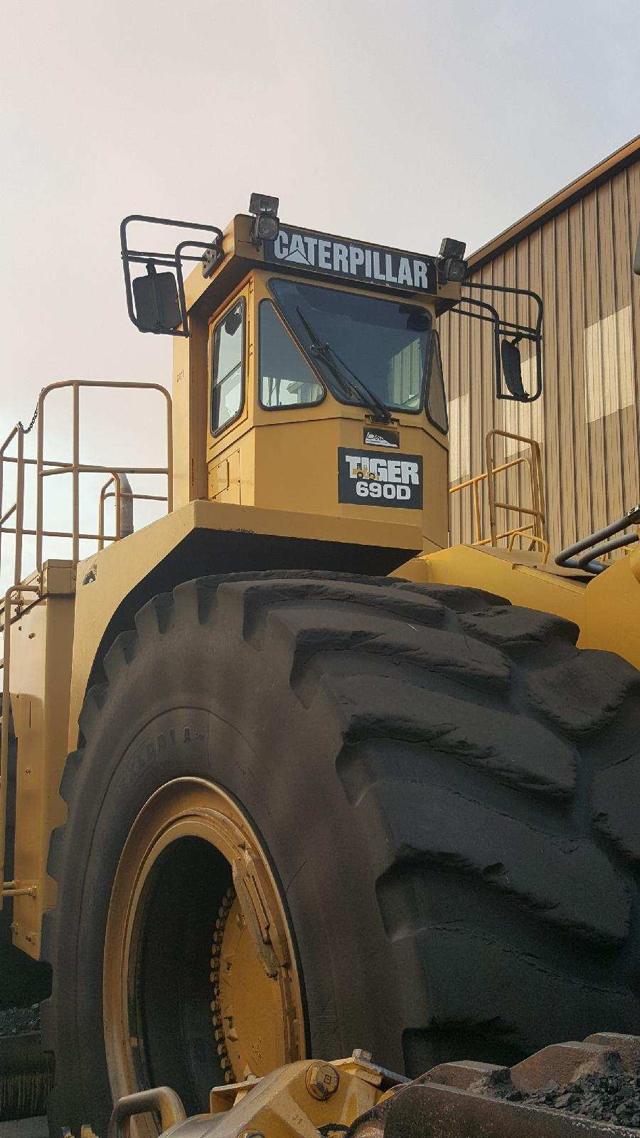 CAT TIGER 690D Wheel Tractor